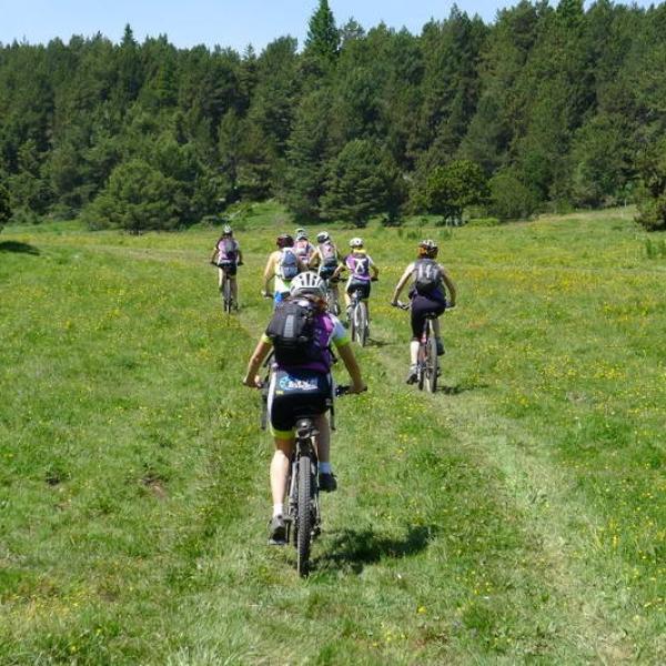 btt-familia-rutes-sortides-familiars-cerdanya-pirineus-excursions-bici-muntanya